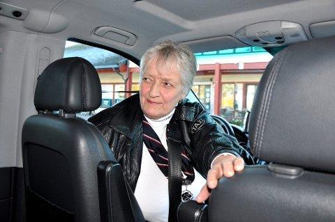 I mange år kjørte Randi Hansen taxi på Tomter. Da hun la ned driften bestemte hun seg samtidig for å selge telefonnumeret.