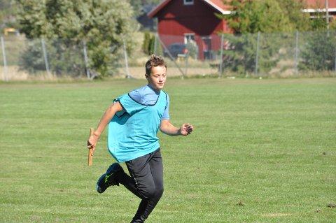 LØP FORT: Her er Sander Nybakken Skau i aksjon for laget Faugli, som vant årets utgave av den store bygdekampen.