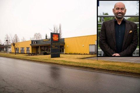 John Andrew Firing opplyser at de har sett på muligheten for å kunne flytte noen tjenester fra trafikkstasjonen til innyggertorgene, dersom stasjonen på Ramstad legges ned.
