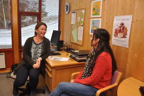 ÅPEN DØR: Marita Tjelmeland (Mysen skole) og Anita Kolberg (Askimbyen skole) ønsker gjerne mer ressurser til å ha en åpen dør til kontoret sitt.