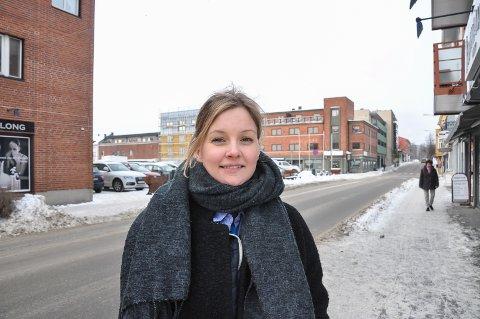 Mange hadde meninger om fargevalg på Halsgården. Byarkitekt Therese Rustad vil gjerne høre hva innbyggerne mener.