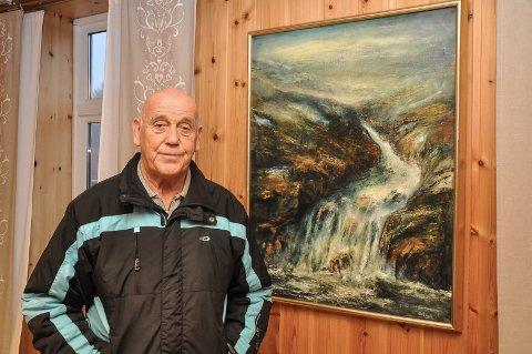 PÅ VEGGEN: Et maleri av Britt Dahl er på plass i Solheim.
