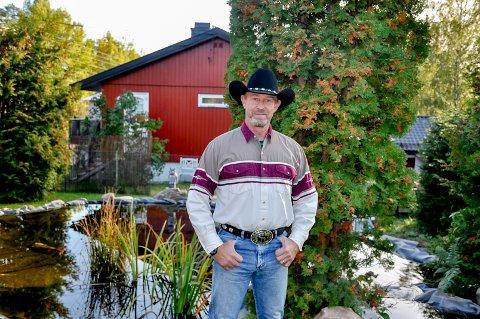 Nabolagets cowboy: Roger Sundet drar på seg
