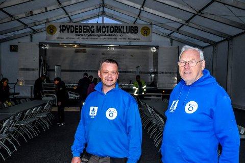 Leder Spydeberg Motorsport Bjørn Johannessen (44) og tidligere leder Hartvik Andersen (76) er klare for å arrangere fest.