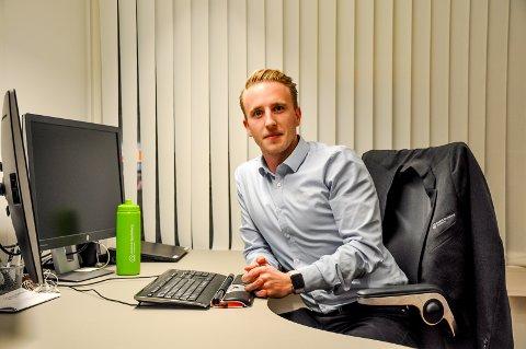 Bankmann: Henrik Strøm (24) er tross sin unge alder etterhvert blitt et kjent fjes i Askim og Spydeberg Sparebank.