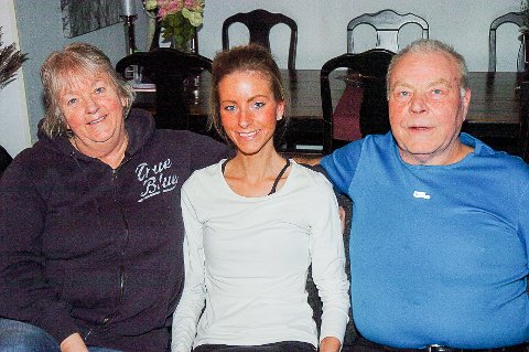 TAKKNEMLIGE: Astrid og Jan Willy Karlsen er veldig overrasket og ikke minst veldig takknemlige over den raushet som er vist familien i saken rundt sykdommen til den snart 25 år gamle datteren, Sarah-Yvonne, som kjemper en daglig kamp mot spiseforstyrrelser.