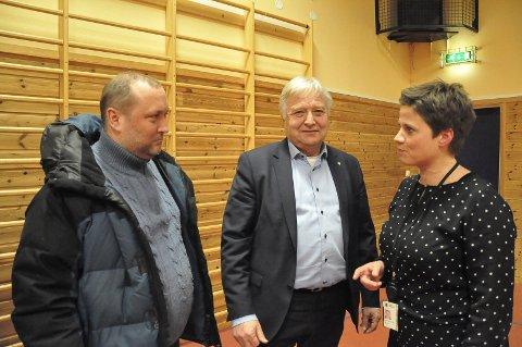 DIRETE: En stor kommune må få tatt affære i forhold til veistandard påpekte Hallvard Geithung for ordfører Olav Breivik og kommunaldirektør Maren Hersleth Holsen.