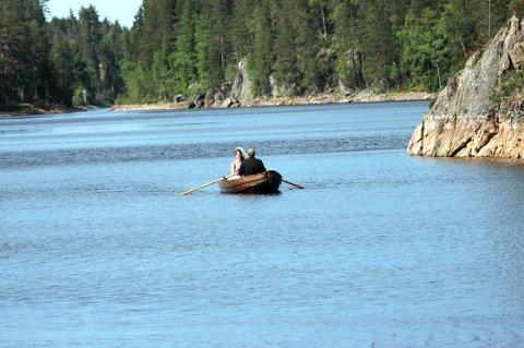 STORE RISEN: Naturreservatet kommer på vestsiden av innsjøen Store Risen i Rødenes. På dette arkivbildet har vi Damvannet nærmest, mens Store Risen følger i forlengelsen bak sundet. ARKIVFOTO