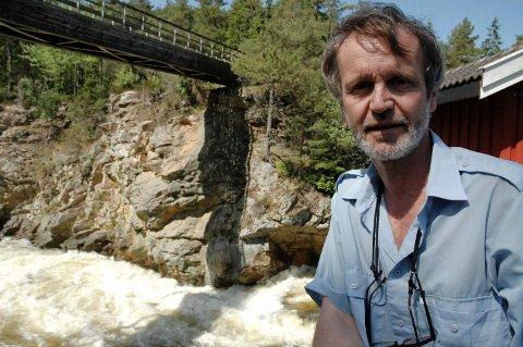 ERFAREN FORSKER: Åge Brabrand har jobbet med tuneflua i mange år. Han jobber med ferskvannsøkologi, og spesielt hvordan biologien reagerer på menneskelige inngrep i vassdrag.