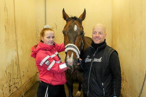 FAMILIEHEST: Kim Åge Rokkan med datteren Dorthe og hesten LJ's Dreamcatcher.