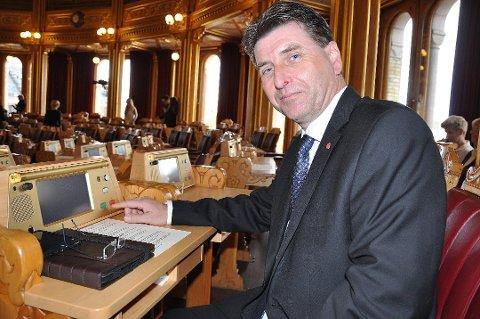 Stortingsrepresentant Stein Erik Lauvås er ikke fornøyd med svaret fra samferdselsministeren.