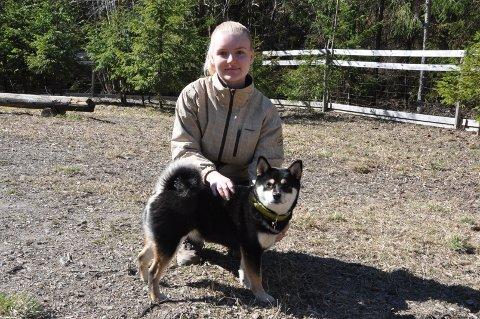 FIN TRENING: Stine Elise Lindseth fra Spydeberg deltok på kurset sammen med hunden Eila, og opplever det som svært nyttig å gå på hundekurs.