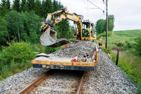 NATTARBEID: Arbeidene på Østre linje i neste uke vil foregå sent på kvelden og nattestid frem til klokka seks på morgenen.