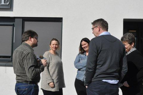 DEBATT: Formannskapspolitkerne i Skiptvet tok gruppemøte i saken. Thomas Graff (KrF), Cecilie Agnalt (Ap), Eirin Solberg (Sp), Jan-Ivar Lorentzen (Ap) og Anne-Grethe Larsen (Sp).