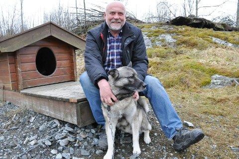 Knut J. Herland og elghunden Teddy.