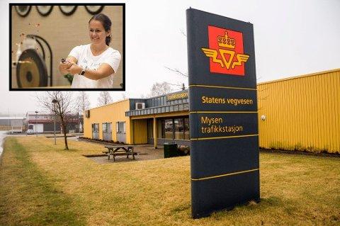 Camilla Aas (innfeldt) er en av grunnleggerne bak Facebookgruppen «Vi som vil beholde trafikkstasjonen på Mysen». Hun forteller at det har vært et voldsomt engasjement i gruppen.
