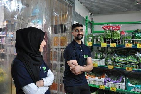 Mohammad Farooq og Faiqua Kasana tok over Iman Multi Shop i 2019. Nå er butikken til salgs. Arkivfoto.