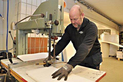 PRODUKSJON: Jon Ragnar Kvisler er en av de ansatte i bedriften.