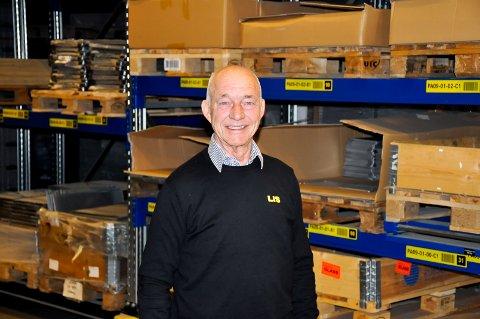 Hartmut Dammeyer (73) kjøpte opp konkursboet i firmaet han jobbet i. Nå omsetter bedriften for 130 millioner kroner, over halvparten av firmaets ansatte kommer fra Indre Østfold.