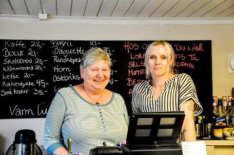 Anne Sørlie (t.v) og Ida Gislingrud opplyser at alle bemerkningene fra Mattilsynet er tatt tak i. De regner med å få tilbake smilefjeset.