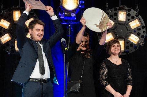 JUBLET: Jens Klufterud og Elin Klufterud Abelsnes kunne fredag juble for prisen de fikk for bjørnebærsorbeten.