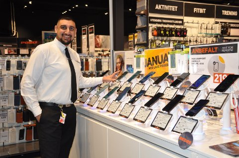Ansvar for tele: Inderdeep Singh Lally (27) fra Askim er salgssjef for teleavdelingen på Power.