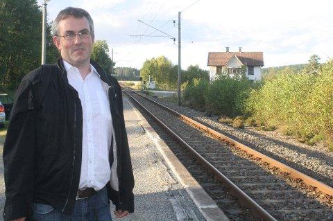 LEI: Øyvind Hatland pendler daglig til Oslo med 06-toget fra Rakkestad. Denne uken har han måttet finne seg i alternativ transport, som igjen har ført til at han ikke har fått jobbet fulle dager. Arkivfoto: Elin Marie Rud