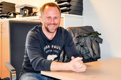 Espen Johannesen begynner 1. august i jobben som rektor ved Havnås skole. I dag jobber han som assisterende rektor ved Skjønhaug skole.