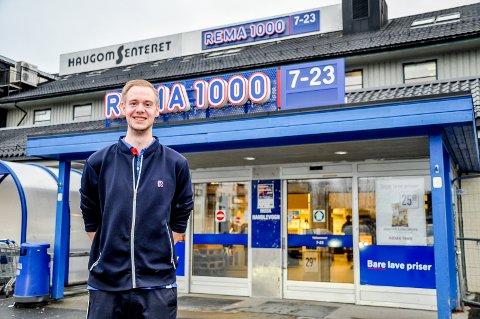 Ny kjøpmann: Daniel Engerbråten (24) tar over som kjøpmann på Rema 1000-butikken på Haugomsenteret.