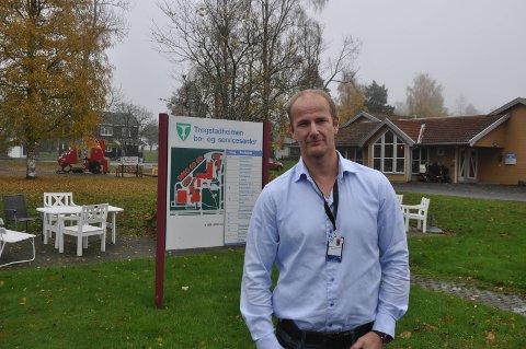 Kenneth Johannessen, direktør for helse og velferd i Indre Østfold kommune, følger anbefalingene fra statlig hold.