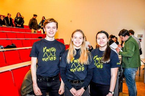 Martin Sætra, Emilie Westby og Amila Tabakovic (alle 17) vant onsdag Dynatecs fysikkonkuranse. Det gjorde at trioen kunne avslutte skoledagen med en sjekk på 20.000 kroner.