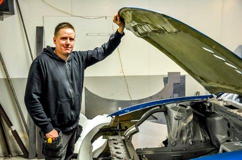 Thomas Karlsen (37) håper at han en dag kan leve av firmaet sitt T.K motorsport.