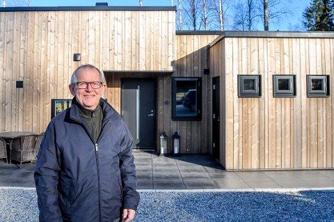 Torgeir Ruud overdro gården til sønnen sin. Han sørget for å skille av en hyttetomt før overdragelsen, der har han nå bygd en topp moderne hytte.