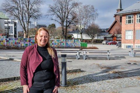 Fest på Kulturtorget: Monica Honningsvåg i Mysenbyen ønsker å flytte feiringen hit, til Kulturtorget.