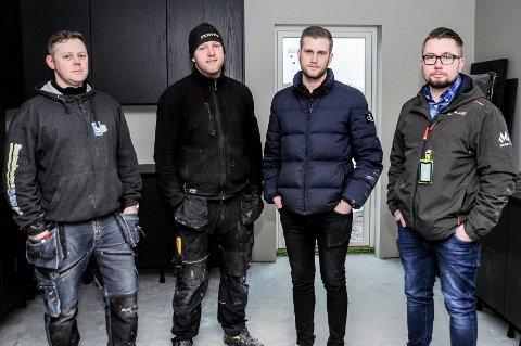 INNBRUDD: Radek Kowaleski (t.v.), Robert Nygaard, Daniel Olsen og Jim Holm-Johansen er forbanna etter at tjuver har brutt seg inn på byggeplassen deres.