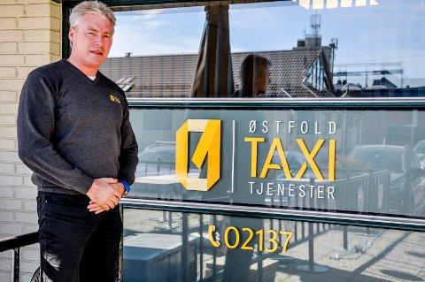 Skeptisk: Daglig leder i Østfold Taxitjenester, Sigbjørn Julien, lurer på hva som ligger i anbudet om enerett. Kontatkjøring er per i dag gratis.