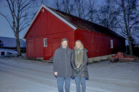 Dette lagerbygget på gården ønsker paret å bygge om til fotostudio.