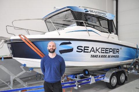 Steinar Herstad er teknisk sjef i Sea-tek. Spydeberg-firmaet er, tiltross for sin avstand til sjøen, store på teknologi til båt.