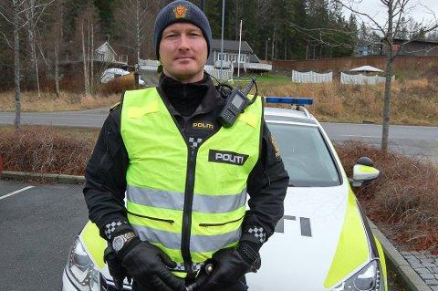 OPPFORDRER: UP-leder Rune Dahl oppfordrer folk til å slappe av og lette på gassen der firefeltsveien på E18 slutter mot Kråkstad.