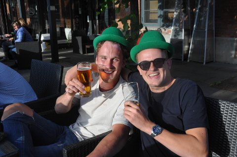 Halvor Tobias Holtet (t.v.) og Marius Lilleengen: Utelivet; å kunne drikke pils med dårlige kompiser igjen.
