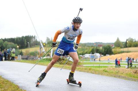 TAR STEG: Odin Elias Brøndbo Tronstad er i fin utvikling som skiskytter. Det ble en flott femteplass sammenlagt i juniorenes norgescup i skiskyting.