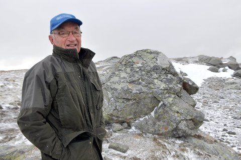NY REKORD: Kjendmann i området, Kjartan Kvien (84) har aldri opplevd at Tindevegen har vore stengd i juli månad. (Arkivfoto)