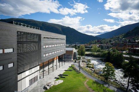 POPULÆR: Studiestaden til Høgskulen på Vestlandet på campusen i Sogndal er populær mellom komande studentar. Stadig fleire søkjer seg hit.