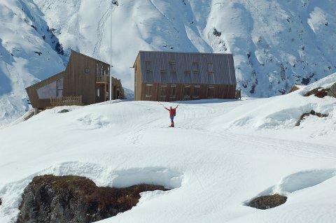 NYTT TILSKOT: Tungestølen på Veitastrond ligg idyllisk til med kort veg til bre og fjell. No skal vintertilbodet og overnattingskapasiteten betrast med ei ny ubemanna hytte.