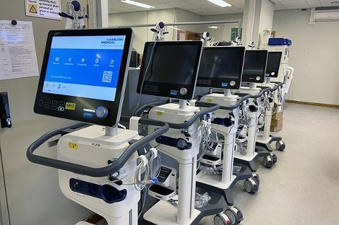 PÅ PLASS: Desse respiratorane er no på plass på Førde sentralsjukehus.