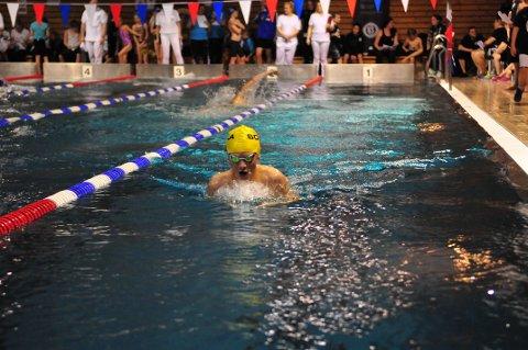 Jørund Kalvenes Drengstig har store ambisjoner som svømmer, og i helgen fosset han inn til medaljeplass i både butterfly og medley.