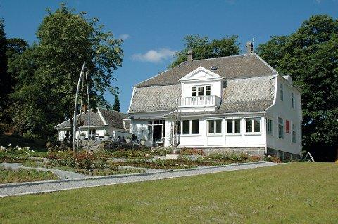 Denne flotte kommunale eiendommen på Jørpeland vil bli lagt ut for salg på det åpne markedet.