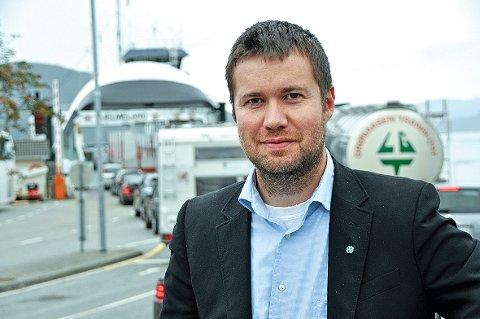 Statssekretær Geir Pollestad seier at vegvesenet kjem til å gå inn for lang tunnel til Årdal, og han meiner kampen for Jøsenfast bør starta no. (Foto: Magnar Riveland)