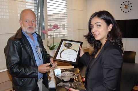 Lokal mållagsleiar Knut Falk var i Kulturdepartementet på onsdag for å gje målprisen for 2012 til kulturminister Hadia Tajik.