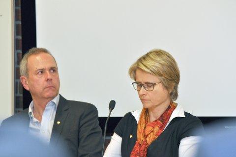 Rådmann Dag Flacké og ordførar Trine Danielsen skal snakka med Suldal i midten av april, men helst i runde vendingar, vedtok formannskapet.